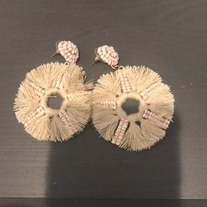 Nude hang earrings